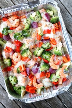 Fargerik fiskeform med baconostsaus - på grillen - LINDASTUHAUG Colorful fish form with bacon cheese sauce - on the grill . Pasta Salad, Cobb Salad, Scampi, Healthy Salad Recipes, Healthy Foods, Clean Eating Recipes, Vegetable Pizza, Bacon, Dinner Recipes