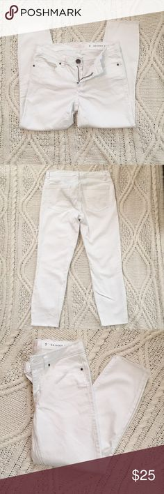 LC Lauren Conrad white skinny Capri jeans size 2 Size 2 Lauren Conrad white skinny Capri ankle jeans. Frayed hem for a modern look. Perfect condition. LC Lauren Conrad Jeans