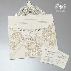 Hermosa invitación de lujo con encaje en corte laser. Que la primera impresion de tu boda en tus invitados sea esta invitación de lujo.