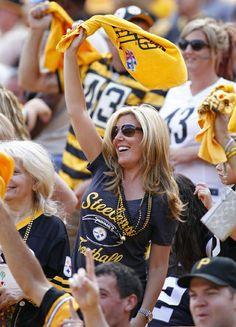 Follow both Lisa Calabrese and Lisa Divas - there are DIFFERENT PICS! I don't know Why? You will see different Divas etc! Double check! - steelergalfan4life 🖤💛