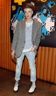 Agyness deyn, a genuine, edgy fashion inspiration. Grunge Goth, Hipster Grunge, Tomboy Fashion, Punk Fashion, Love Fashion, Tomboy Style, Street Fashion, Over The Top, Dr. Martens