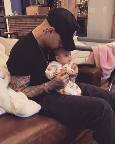 Country music star Kane Brown's baby girl, Kingsley Rose Brown, is only two mont… – Celebrity Baby's Pictures Best Country Singers, Best Country Music, Country Music Lyrics, Country Music Artists, Country Music Stars, Celebrity Baby Pictures, Celebrity Babies, Kane Brown Music, Hot Country Men