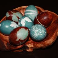 How to Dye Eggs and give them beautiful Relief Patterns with Herbs......»#Itching4Spring#Easter#Holidaydecor