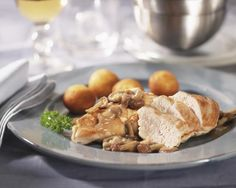 This easy chicken and mushrooms recipe is made with boneless chicken breasts and mushrooms, along with thyme, garlic, and an easy sauce.