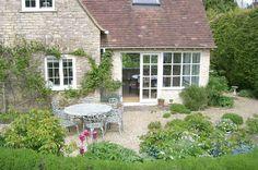 Cheltenham cottage rental - Cottage garden- south facing
