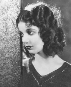 Loretta Young as a youth....I love this picture of her! Her hair...how does one do that?