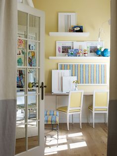 Glidden Glidden Premium Collection Crisp Ginger Ale The best antidote for an undersize space? Rich, saturated color — and lots of it. Best Paint Colors, Room Paint Colors, Paint Colors For Home, Wall Colors, Bedroom Colors, House Colors, Kids Bedroom Paint, Bedroom Boys, Extra Bedroom