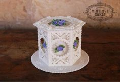 Country Roses  by Vintique Cakes (Anita)  - http://cakesdecor.com/cakes/215755-country-roses