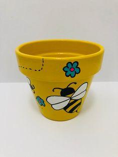 Flower Pot Art, Flower Pot Design, Flower Pot Crafts, Clay Pot Projects, Clay Pot Crafts, Bee Crafts, Painted Plant Pots, Painted Flower Pots, Terracotta Flower Pots