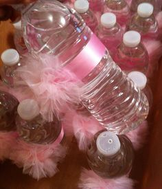 Water Bottle Pom Poms Water bottle decorations by CasitaDeCositas Baby Shower Balloons, Baby Shower Fun, Girl Shower, Baby Shower Favors, Baby Shower Cakes, Baby Shower Parties, Baby Shower Invitations, Baby Shower Gifts, Girl Baby Shower Decorations