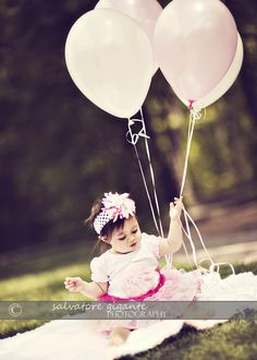 1st birthday- love something like this for the photo of the birthday cards I'm sending out!! #Dana #1st bday #birthday card
