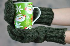 Doug Fir Mittens Balls to the Walls Knits, A collection of free one- and two- skein knitting patterns Knit Mittens, Mitten Gloves, Easy Knitting Patterns, Free Knitting, Green Mittens, Blue Slippers, Knitting Accessories, Arm Warmers, Free Pattern