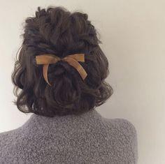 Short hair style bow