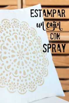 Estampar un cojín con spray{by Azucarillos de Colores}