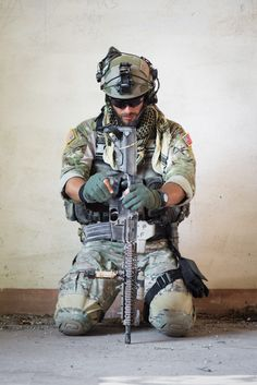 Army Ranger tactical loadout Spec Ops Soldier image U. Military Gear, Military Life, Military Army, Airsoft, Gi Joe, Military Special Forces, Military Operations, Green Beret, Special Ops