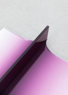 Shaping Colour: étagère, miroir, console et table basse par Germans Ermičs…