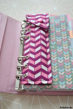 Fräulein An: Mein Filofax(Diy Pour Bureau) Sewing Hacks, Sewing Tutorials, Sewing Patterns, Fabric Crafts, Sewing Crafts, Diy Couture, Pencil Pouch, Diy Pencil Case, Sewing Projects For Beginners