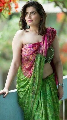 Indian Girl in Saree Beautiful Saree, Beautiful Indian Actress, Beautiful Gorgeous, Beautiful Ladies, Beautiful Actresses, Indian Beauty Saree, Indian Sarees, Saree Styles, India Beauty