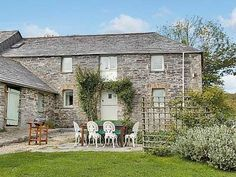 #CornishCottage #CottageHoliday  Only 2 miles from coastal walks and the surfing beach of Trebarwith Strand, this comfortable pet-friendly stone barn lies in peaceful countryside, adjoining the owners' farmhouse, on a 125-acre farm and offers glorious rural views.  http://www.chooseacottage.co.uk/cwa/mundens-cottage-tlj
