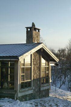 Chalé invernal. Veja: http://casadevalentina.com.br/blog/detalhes/chale-invernal-2900  #decor #decoracao #interior #design #casa #home #house #idea #ideia #detalhes #details #modern #moderno #style #estilo #casadevalentina #winter #inverno #cottage #chale #fachada #facade