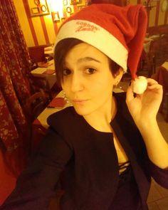Al lavoro in allegria.  #babbanatala . . . . . . . . . . #christmas #xmas #girl #24 #selfie #instaselfie #work #job #waitress #waitresslife #life #moments #cameriera #pizzeria #ristorante #restaurant santa #santaclaus #babbonatale #cute #nice #hat #christmashat #letsgo #happy #smile