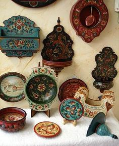 page in russian; various traditional decorative items in norwegian folk art; Tole Painting, Painting On Wood, Norwegian Rosemaling, Folk Art Flowers, Scandinavian Folk Art, Traditional Paintings, Types Of Art, Design Crafts, Textures Patterns