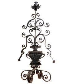 Colonial style Early American table lamp. Beautiful