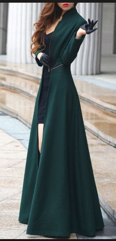 European 2016 Autumn and Winter Fashion Removable Ultra Long Wool Coat Long Sleeve Zipper Outwear Oversized Female Overcoat Long Wool Coat, Wool Coats, Green Coat, Woman Standing, Mode Style, Beautiful Outfits, Ideias Fashion, Winter Fashion, Fashion Coat