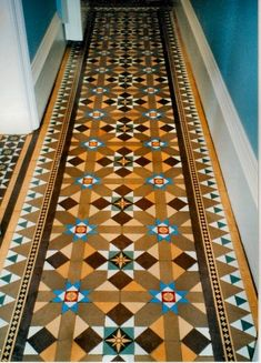 Victorian geometric and encaustic hallway tiles Victorian Tiles, Victorian Interiors, Victorian Terrace, Victorian Decor, Victorian Kitchen, Hall Tiles, Tiled Hallway, Hall Flooring, Motif Vintage