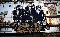 Barco abandonado Enorme Transformado en una Galería de Graffiti - Mi Met Moderno