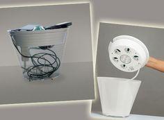 de - Multipot Eine Lampe mit Mehrfach-steckdosen in Form einer Vase. MultiPot ist die erste von Rotaliana produzierte Mehr-funktionsleuchte. Die Form der Vase - der Archetyp des Be-hälters - kombiniert eine LED-Beleuchtung, welche Atmosphäre schafft, mit zusätzlichen Leistungen: Der im Deckel ein-gebaute Mehrfachstecker mit 5 Steckern hat sein traditionelles Aussehen komplett verloren.
