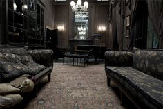 Wasn't sure if I should pin this under Geek or Homes, so I'll do both. This is the parlor of Number Twelve, Grimmauld Place from the Harry Potter films. I'm in love with this house.
