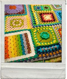joining granny squares of different sizes ...crochet ... tutorial ...
