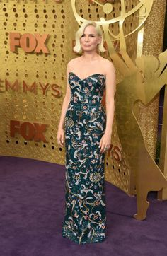 Michelle Williams In Louis Vuitton - 2019 Emmy Awards - Red Carpet Fashion Awards Michelle Williams, Maisie Williams, Ellie Saab, Burberry, Gucci, Purple Carpet, Red Carpet Looks, Dolce & Gabbana, Celebrity Red Carpet