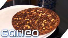 Das Internet feiert sie bereits als Sensation: die Schokoladen-Pizza. Sie ist in den Kühlregalen der deutschen Supermärkte zu finden, doch wie schmeckt diese verrückte Pizza-Kombi überhaupt?     https://www.youtube.com/watch?v=oWYS5hASmg0   #AimanAbdallah #backen #braun #Dokumentation #Dr.Oetker #Essen #fastfood #Foodblogger #Foodcheck #Foodtrend #Foodtrends #frisch #Galileo2017 #GalileoEssen #GalileofindedenLügner #GalileoJumbo #GalileoLunchBreak #galileomyster