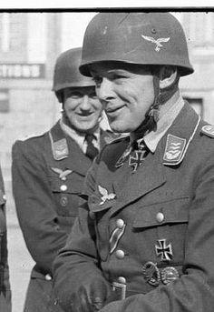 """Major Martin Schächter -- RK: 12-5-40 Führer Sturmgruppe """"Eisen"""" in der Fallschirmjäger Sturmabteilung """"Koch"""" - pin by Paolo Marzioli"""