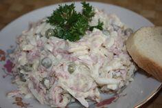 Celer, kabanos a vajíčka nastrouháme.Pak přidáme hrášek (bez šťávy), podle chuti osolíme, opepříme.Podle množství přidáme hořčici (asi 2-3...