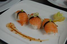 Nuestros estudiantes en acción...Sushi!!