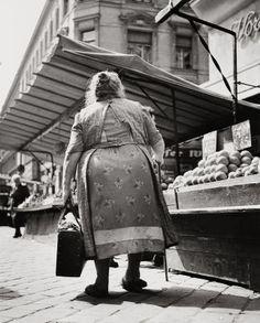 Am Brunnenmarkt in Wien XVI. , Ottakring. Photographie. 1951.