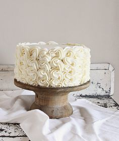 Frilly Cake Decorating: Full tutorial from iambaker.net