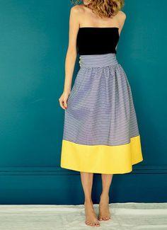 jupe taille haute évasée aux rayures horizontales