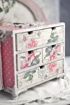 Shabby Chic Bedrooms, Shabby Chic Furniture, Shabby Chic Decor, Small Bedrooms, Guest Bedrooms, Funky Home Decor, Easy Home Decor, Vintage Box, Shabby Vintage