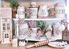 Gingerbread Christmas Decor, Cool Gingerbread Houses, Gingerbread Decorations, Christmas Love, Country Christmas, Xmas Decorations, Christmas Holidays, Christmas Crafts, Gingerbread Men