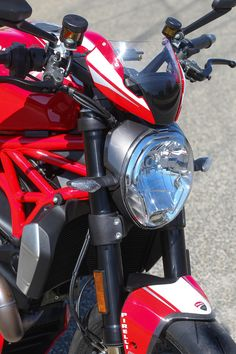 The Monster 1200 R gets a flyscreen, a center racing stripe and special radiator shrouds.