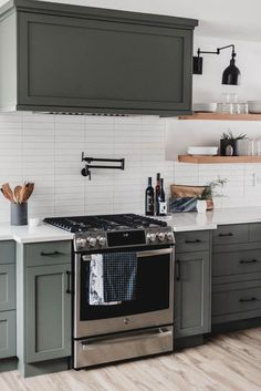 Modern olive green kitchen - amazing before and after - Rustic Kitchen, Diy Kitchen, Kitchen Dining, Kitchen Decor, Kitchen Ideas, Kitchen Modern, Modern Kitchen Backsplash, 10x10 Kitchen, Kitchen Corner
