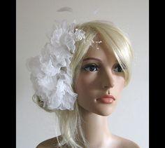 Headpieces & Fascinators - UNIKAT Haarschmuck weiß Federn Perlen Chiffon - ein Designerstück von Flowerie bei DaWanda