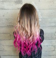Color melt blonde with pink tips Color melt blonde with pink tips Blonde Hair With Pink Tips, Pink Ombre Hair, Magenta Hair, Hot Pink Hair, Colored Hair Tips, Neon Hair, Violet Hair, Hair Color Pink, Dip Dye Hair Brunette