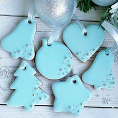 Christmas gingerbread cookies by . Swipe to see all cookies and don't forget to save. They all look amazing and not too… Christmas Tree Cookies, Iced Cookies, Christmas Cupcakes, Christmas Gingerbread, Holiday Cookies, Cupcake Cookies, Santa Cookies, Cookie Icing, Royal Icing Cookies