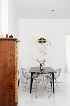 "Minimalist Dining Room Ideas The word ""minimalist"" usually brings up a sleek modern ""noisy"" room with sharp corners and minimal trimmings. But the minimalist dining room… Dining Room Inspiration, Interior Inspiration, Daily Inspiration, Interior Ideas, Home Interior, Interior Architecture, Minimalist Dining Room, Scandinavian Home, Scandinavian Apartment"