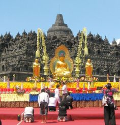 Borobudur on Vesak Day 2011 - Borobudur - Wikipedia, the free encyclopedia